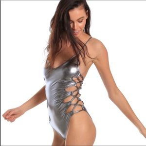 Cabana del sol metallic open side tie NWT swimsuit